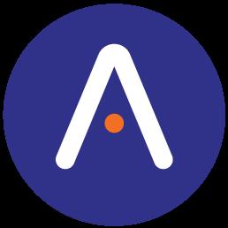 Grafika ilustracyjna zawierająca znak aplikacji w postaci stylizowanej wielkiej białej litery A na granatowym tle z pomarańczową kropką zamiast poprzeczki